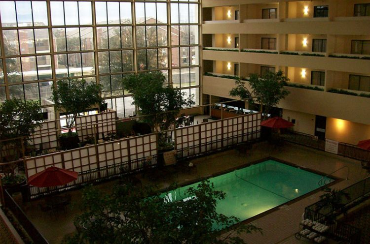 atrium hotel and suites dfw airport tx dfw airport park. Black Bedroom Furniture Sets. Home Design Ideas